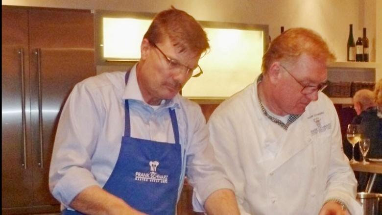 Hans-Ulrich Overdreef  und Frank Schwarz beim Kochen